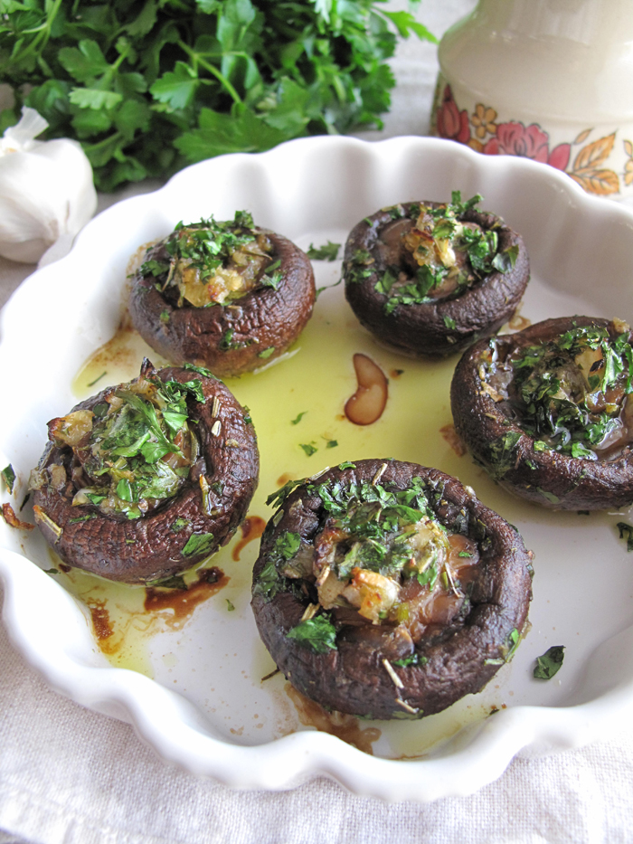 AIP / Garlic & Herb Stuffed Mushrooms - French Paleo Recipe